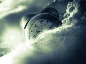 A képen egy hagyományos ébresztőóra hánykolódik a viharos tengeren